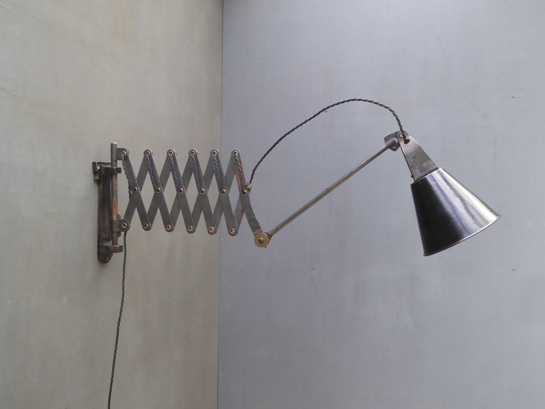 Walligraph Scissor Lamp