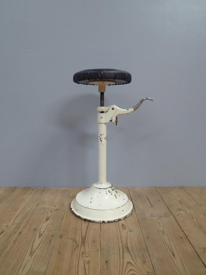 Articulated Dentist Stool