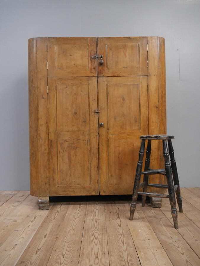 Huge Country House Pine Huffer